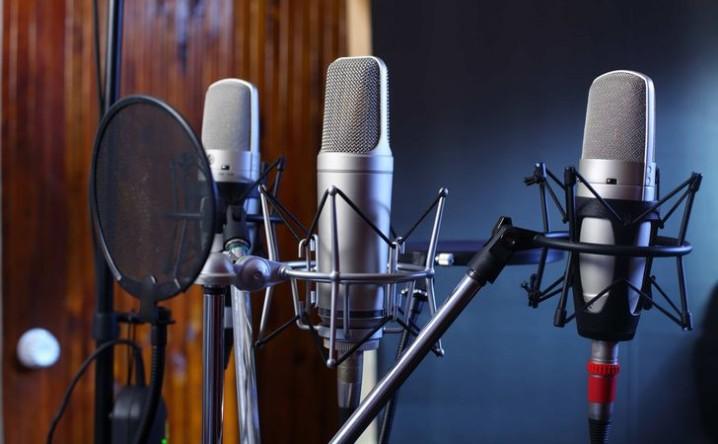 スタジオ所有の制作会社にナレーション収録を依頼するメリット