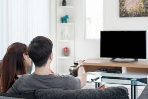 CMナレーションの効果、役割は?テレビCMで視聴者に与える影響は?