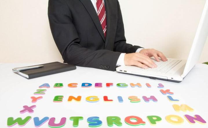 英会話アプリの作成で英語の音声データを制作会社に依頼するメリット