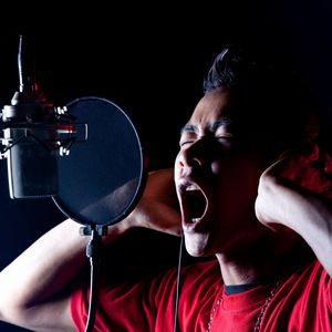 英語の発音を歌手に伝えられる