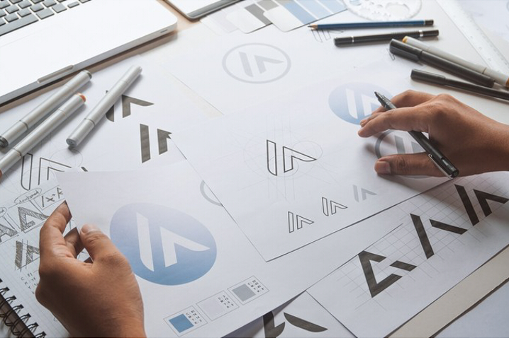 ブランディングにおける「ロゴ」の役割とは?ロゴの作り方3選もご紹介